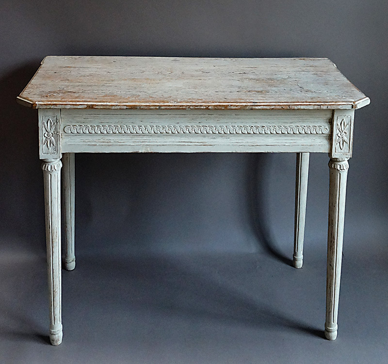 42 82 cupboards roses swedish antiques for Oka gustavian side table