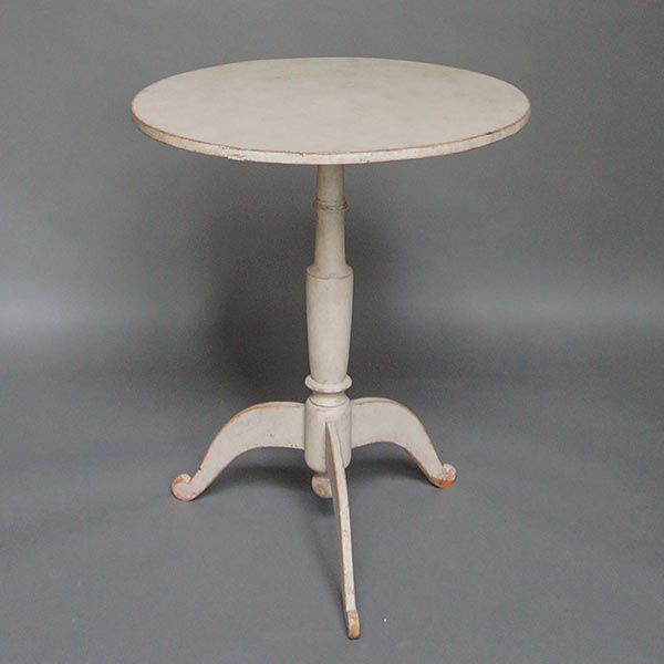 Small tilt-top table, Sweden circa 1820, with round top and turned pedestal base