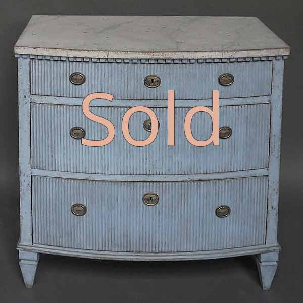 Antique bow front chest of drawers