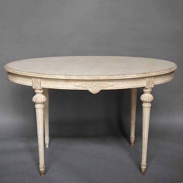Gustavian style oval table with flowers