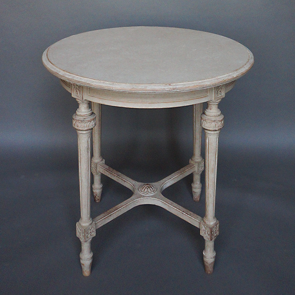 Round swedish side table cupboards roses swedish antiques for Table 52 2016