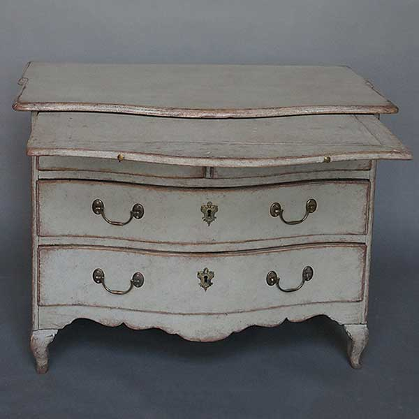 Swedish baroque chest of drawers wit tray