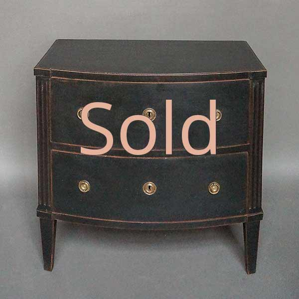 Late Gustavian bow-front commode