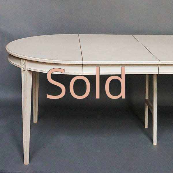 Gustavian Style Dining Table With Two Leaves