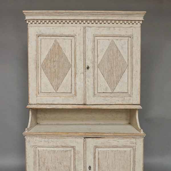 Gustavian Cabinet from Värmland - Cabinets & Armoires Cupboards & Roses Swedish Antiques
