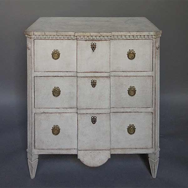 Small Block Front Commode