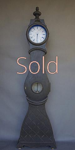 Mora Clock in Black Paint