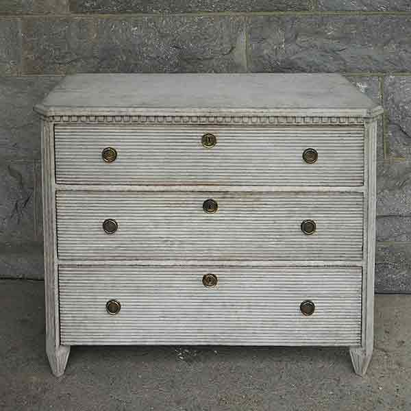 Chest of Drawers with Reeded Front